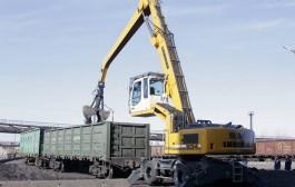 Вагоны на Аксуском заводе ферросплавов теперь загружают новой техникой