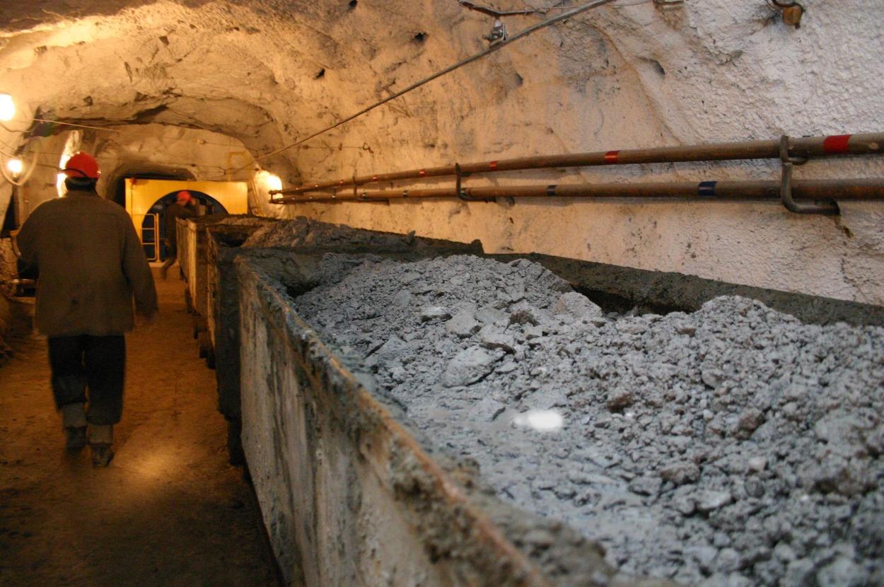 После 10-летнего простоя запустили завод по переработке баритовой руды в ЮКО