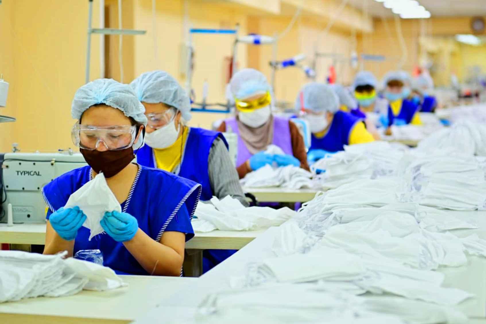 Актюбинская фабрика сошьет более 200 тысяч многоразовых масок