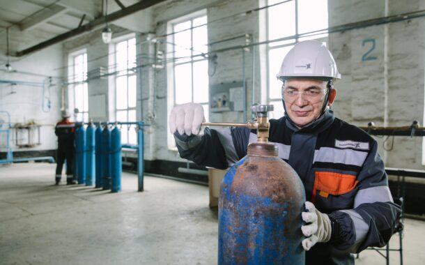 Более 600 баллонов кислорода направили металлурги  Актюбинского завода ферросплавов в больницы города