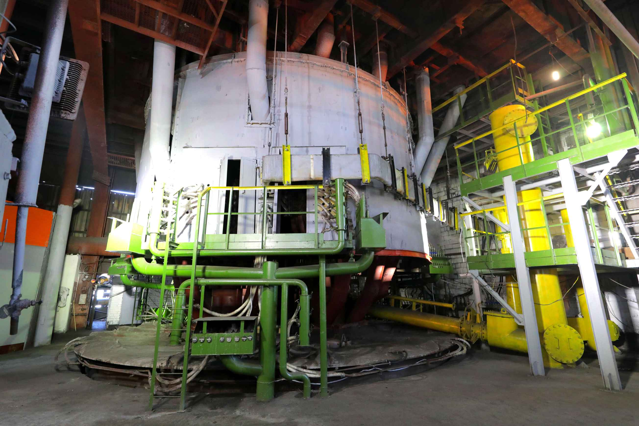 На Аксуском заводе ферросплавов после модернизации ввели в эксплуатацию печь №22