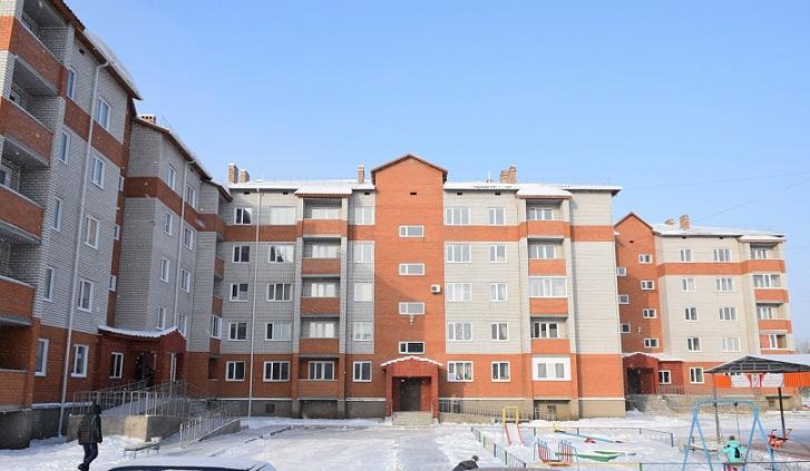 Горняки разреза «Восточный» получили ключи от новых квартир