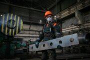 Инновационные экзоскелеты примерили на себя сотрудники  Аксуского завода ферросплавов